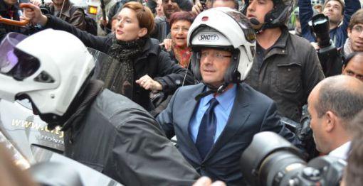 Le candidat François Holland aux portes de la Goutte d'Or, boulevard d'Ornano, durant la campagne des présidentielles.