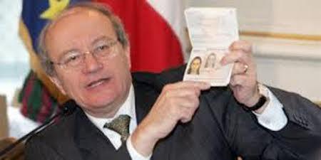 Le préfet n'était pourtant pas sans papiers (Photo Le Monde).