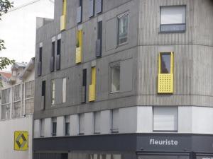 Angle jaune des rue Doudeauville et Poissonniers (2013).