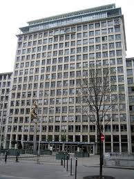 La pagode vue d'en-bas ou la direction de l''urbanisme, boulevard Morland (Paris).