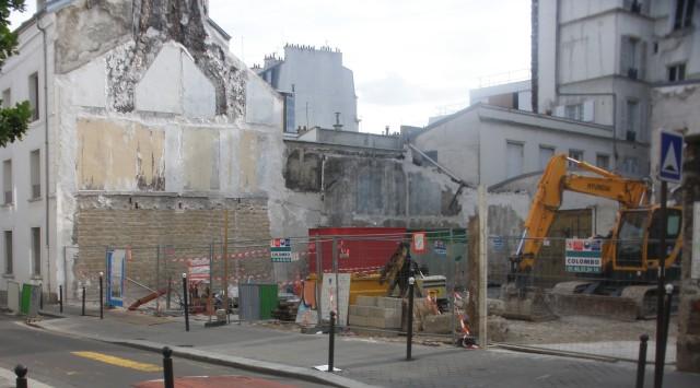 La friche du 83bis rue Philippe de Girard après démolition (été 2013).