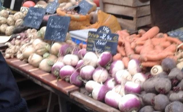 Le marché ouvert de la Goutte verte, sous la pluie battante du 1er novembre (photo Jardin Goutte verte).