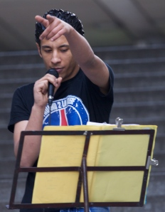 L'Indien 2 Bezbar fait chanter la rue Boris Vian (2 mai 2013).
