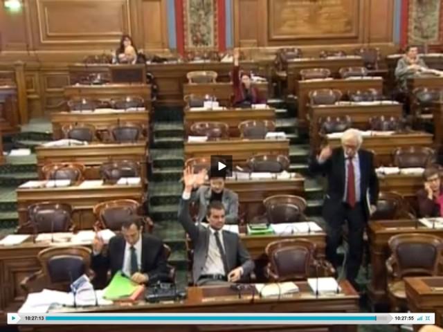 Le Conseil de Paris au moment du vote global de la délibération Mano le 11 décembre 2012 (capture d'écran vidéo).