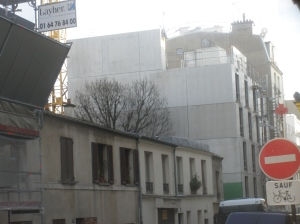 Paris Habitat mine le pignon du CROUS.