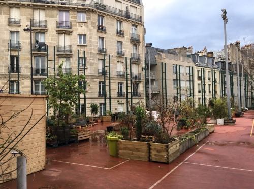 Zones sinistrées par la Politique de la ville, la rue Boris Vian et la Goutte verte s'hébergent mutuellement, le temps de la (re)considération urbaine attendue (Photo D.R. 13 décembre 2016).