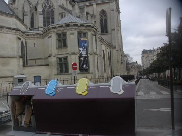 Enfin quelque chose de joli dans les perspectives monumentales de l'église Saint Bernard !